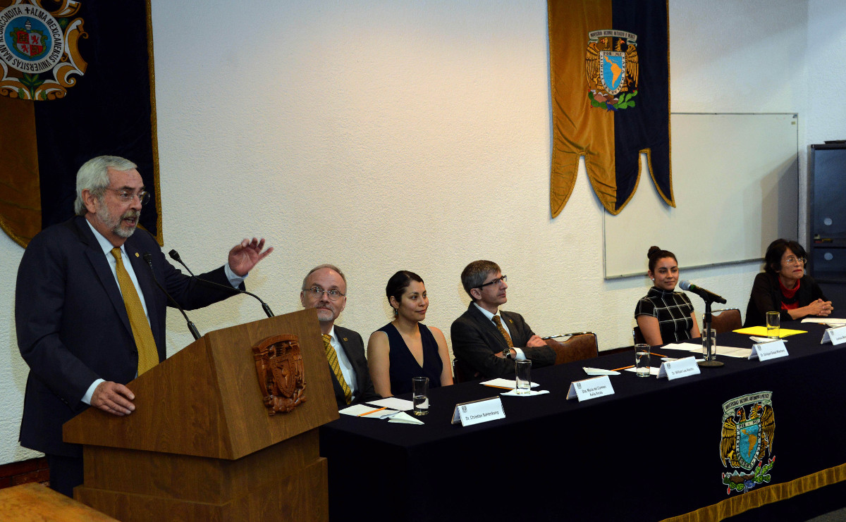 El rector Enrique Graue en la conmemoración.